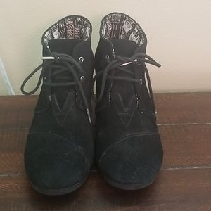 Toms Black Suede Desert Wedge Ankle Bootie Size 8